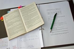 Bücher, Lernen, Studium: Wer finanziert wessen Profit?