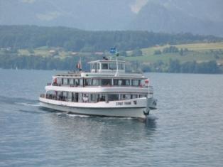 Motorschiff auf dem Thunersee
