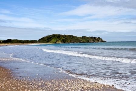 Wunderbarer Strand in Neuseeland: Hier auf Staatskosten Sprachen lernen?