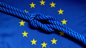 Europafahne mit einem Knoten - lösen oder anziehen?