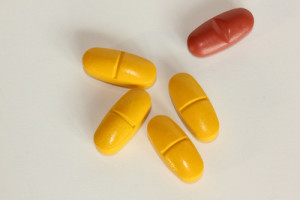 Gelbe und rote Tabletten