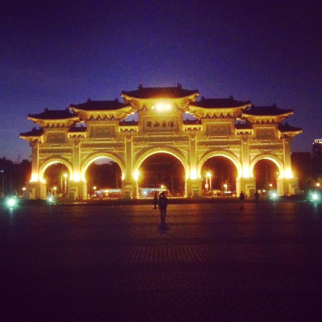 Eingang zum Chiang Kai-shek-Memorial in Taipei in Taiwan, Foto: feusl
