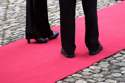 Wer kommt auf den Bundesrats-Teppich (im Bild die Füsse von Micheline Calmy-Rey und Hans-Rudolf Merz)