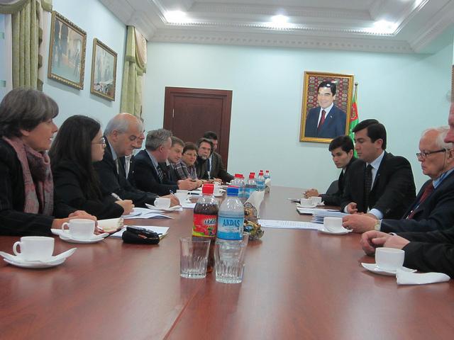 Unsere Frau (mit Steuergeldern in Turkmenistan: Margret Kiener Nellen