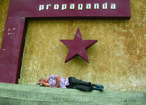 Schlafen unter Propaganda Sonya Song