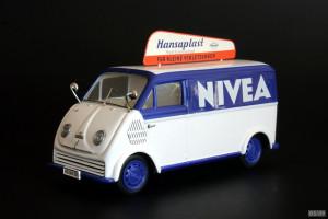 Nivea Werbung auf einem Wagen